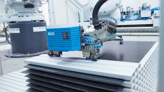 The LMS4000 reliably detects the position and shape of parts.