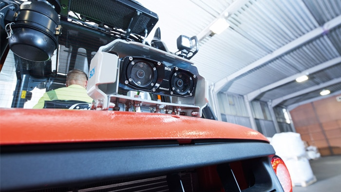 The camera takes the load off the driver and increases the collision protection and productivity in the areas of use.