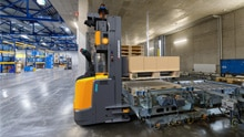 Jungheinrich automates lift trucks: higher throughput through agile cornering and safety