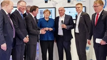 The chancellor visits SICK – Deep learning wows Merkel and L?fven at the Hannover Messe 2019