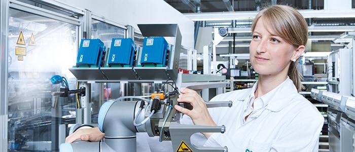 Mensch-Roboter-Kollaboration in der vernetzten Fabrik