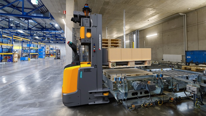 Using safety components from SICK, the intralogistics specialist Jungheinrich is transforming more and more of its vehicles into automated guided vehicles (AGVs).